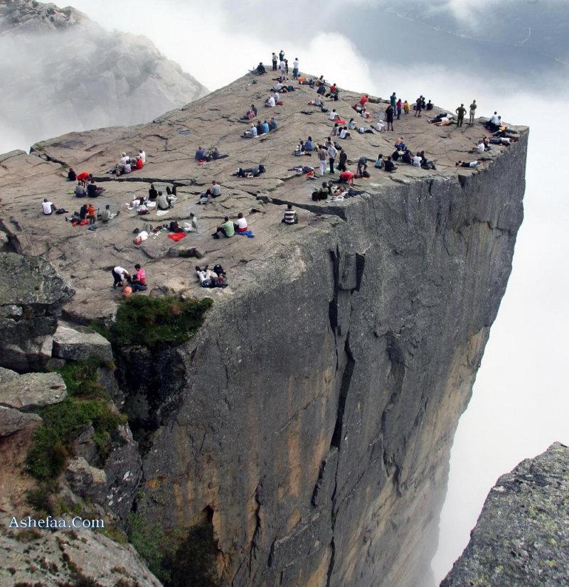 الاماكن السياحية preikestolen1.jpg