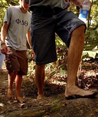 فوائد طبية للمشي حافي القدمين BARE-FOOT