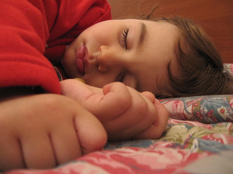 رحــلة الأحـــلام - صفحة 4 Child_sleeping_1