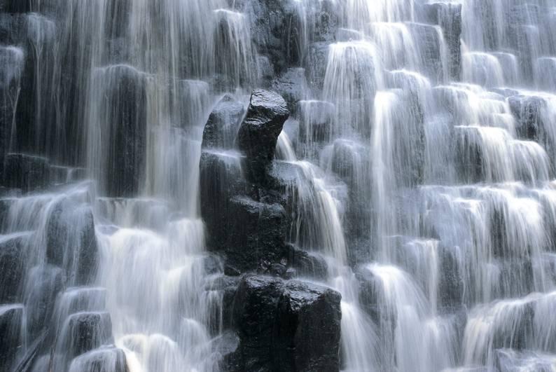 رحلة في عالم الشلالات المائية 33
